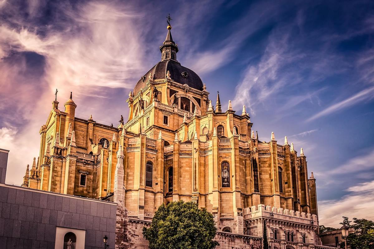 Iglesia en España se defiende contra el anteproyecto de la Ley del Patrimonio Histórico, de carácter expropiatorio